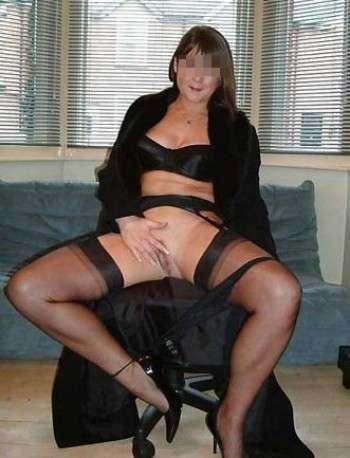 Belle femme chaude qui désire se faire baiser sa figue et l'anus à Lespinasse